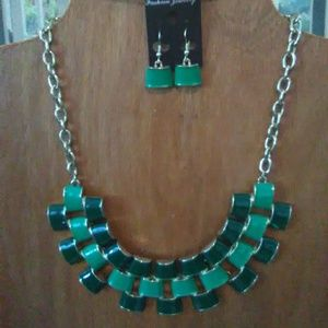 Bib necklace with earings